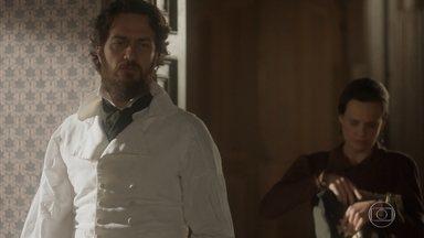 Thomas garante a Nívea que Anna voltará pra casa - Nívea conta que Miss Liu saiu e o oficial quer saber onde a ama seca foi