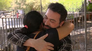 Padre Fábio de Melo recebe Cristiane em Israel - Eles se emocionam em encontro