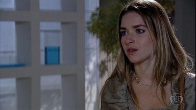 Beatriz procura Danielle na clínica - Ela acaba discutindo com Glória. Danielle decide tentar se entender com Bia