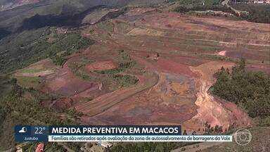 Defesa Civil retira famílias de casas em Macacos, Nova Lima - Medida foi necessária após reavaliação da Zona de Autossalvamento das barragens B3/B4, da Vale.