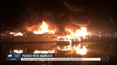 Embarcações amanhecem em chamas em Angra dos Reis, no domingo (26) - Três lanches, um bote e uma moto aquática pegaram na madrugada de domingo (26).