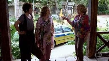 Íris pega o táxi de Vilma - A taxista fica indignada quando descobre quem é a passageira. Íris avisa que vai visitar Tereza Cristina