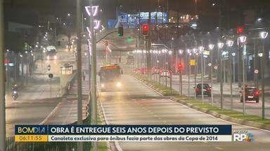 Obra é entregue seis anos depois do previsto - Canaleta exclusiva para ônibus fazia parte das obras da Copa de 2014.