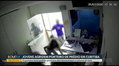 Jovens agridem porteiro de prédio em Curitiba - O porteiro teria pedido para que eles diminuíssem o volume do som.
