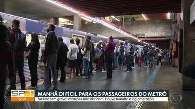 Estações de metrô ficam fechadas mesmo após anúncio de suspensão de paralisação - A manhã foi complicada para passageiros do metrô nesta terça-feira (28). Houve aglomerações e tumulto. Algumas estações foram invadidas.