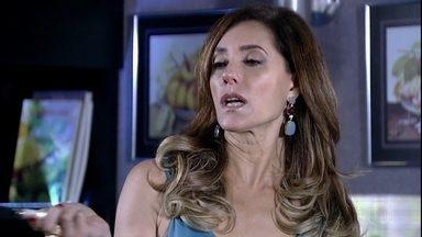Tereza Cristina pensa em Carlota Valdez - Ela diz que não deixará que a mãe biológica destrua a sua vida. Tereza Cristina liga para Ferdinand, mas ele não a atende. A madame dispensa todos os empregados