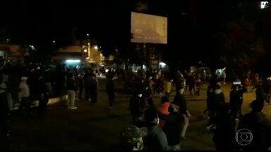 Moradores de Cidade do Leste, no Paraguai, protestam contra retomada de quarentena - Manifestantes saíram às ruas no Paraguai, perto da fronteira com o Brasil, depois que o governo voltou a decretar lockdown em Cidade do Leste.