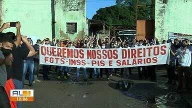 Funcionários da empresa Veleiro protestam em Rio Largo - Em assembléia, a maioria decidiu pela greve a partir de segunda (3), com apenas 30% dos veículos circulando.