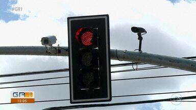 Câmeras inteligentes captam imagens de motoristas e veículos em Petrolina - Equipamentos foram instalados nas Avenidas Guararapes e Joaquim Nabuco