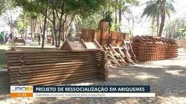 Projeto de ressocialização em Ariquemes - Apenas estão construindo mobiliários para a população.