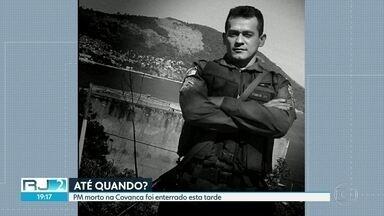 Foi enterrado o corpo do policial militar morto em confronto no Complexo da Covanca. - O sargento Fábio Ribeiro fazia o patrulhamento na região da Covanca depois dos confrontos entre traficantes e milicianos, na região da Praça Seca.