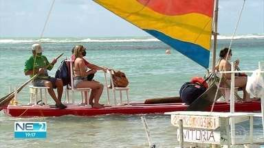 Passeios de jangada são liberados nas praias de Ipojuca - Turistas e profissionais são obrigados a seguir normas de segurança