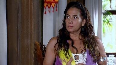 Zambeze fica intrigada com as atitudes de Álvaro - Ela fica desconfiada com a reação do marido em relação ao segredo de Tereza Cristina. O dono do quiosque xinga Luana
