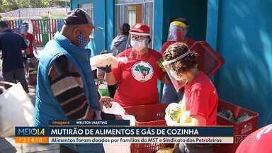 Famílias do MST doam 15 ton de alimentos a moradores de Curitiba e Araucária - Gás de cozinha também foi doado pelo sindicato dos petroleiros