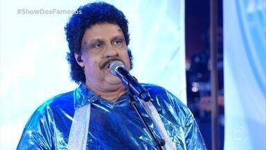 """Ceará canta """"Azul da Cor do Mar"""" e """"Não Quero Dinheiro"""" como Tim Maia - Ele levanta a plateia com as músicas"""