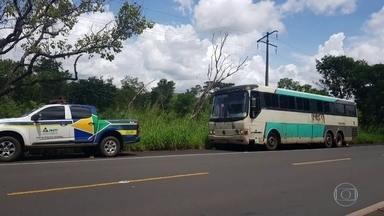 Transporte clandestino cresce 30% durante a pandemia - Dados são da Associação das Empresas de Transporte de Passageiros e mostram que a redução dos veículos oficiais por causa da pandemia fomentou esse tipo de transporte.