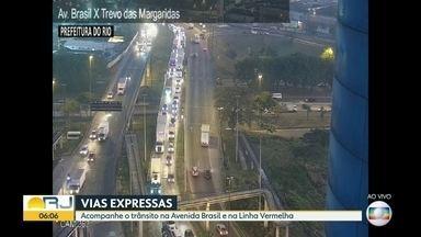 Trânsito nas vias expressas do Rio - Veja o fluxo de carros na Avenida Brasil e na Linha Vermelha no início da manhã de terça (4)