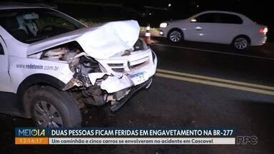 Duas pessoas ficam feridas em engavetamento na BR-277 - Um caminhão e cinco carros se envolveram no acidente em Cascavel.