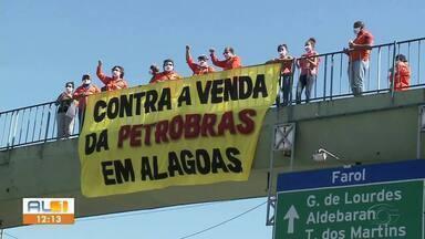 Petroleiros realizam protesto contra a privatização da Petrobrás - Trabalhadores se reuniram no elevado do Cepa com faixas e cartazes.