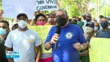 Comerciantes de praias fazem protesto e pedem autorização para voltar a trabalhar - Eles foram até o Palácio do Campo das Princesas, sede do governo, no Centro do Recife