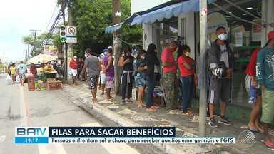 Terça marcada por mais filas para recebimento de auxílios em agências da Caixa Econômica - A situação se repetiu em Salvador e em cidades do interior do estado.