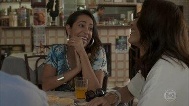 Dorinha e Hugo tentam consolar Carolina - undefined