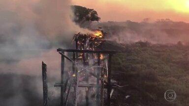 Operação de combate ao fogo no Pantanal une Forças Armadas e bombeiros de dois estados - Os bombeiros precisaram de apoio de militares de fora de Mato Grosso para combater as chamas. De acordo com o Ibama, área destruída é equivalente a sete vezes a cidade de São Paulo.