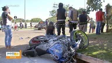 Duas pessoas morrem em acidente na avenida Lúdio Martins Coelho, na Capital - Duas pessoas morrem em acidente na avenida Lúdio Martins Coelho, na Capital