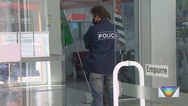 Criminosos assaltam agência bancária no Centro de Taubaté - Clientes e funcionários são feitos reféns