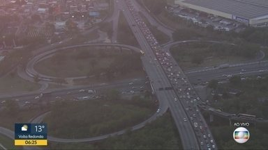 Manhã de engarrafamento na Washington Luís e na Linha Vermelha - Motorista precisou de paciência no início dessa segunda-feira