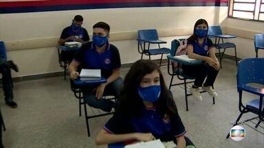 Amazonas é o primeiro estado a retomar aulas presenciais nas escolas públicas - Medidas de segurança foram tomadas para manter o distanciamento, higienização das mãos, e assim evitar o contágio pelo coronavírus.