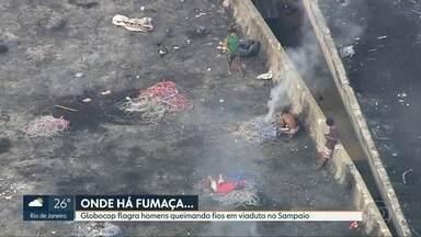 Globocop flagra homens queimando fios em viaduto no Sampaio - Três suspeitos foram levados para a delegacia, mas liberados porque, segundo investigadores, não havia flagrante de furto.