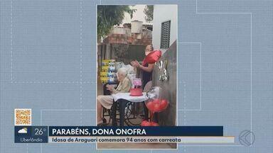 """Idosa de Araguari comemora 94 anos com carreata - Conhecida como """"Dona Onofra"""", ela celebrou o aniversário neste fim de semana."""