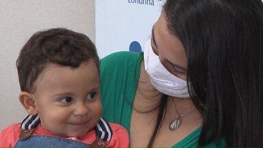 Depois de 9 dias internado, menino que se afogou em piscina recebe alta em Londrina - Mãe atribui recuperação do menino a um milagre. Ele recebeu alta sem nenhuma sequela