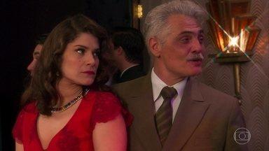 Diana sente ciúmes de Braz com Ilde - O rapaz dança com a e-mulher de Araújo no dancing