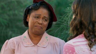 Quitéria avisa a Maria que Ernesto e Sandra se encontrarão à noite - Celso pede para Araújo voltar à fábrica após deixar o hospital