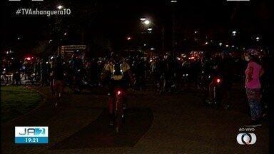 Grupos fazem manifestação após dois ciclistas morrerem atropelados - Grupos fazem manifestação após dois ciclistas morrerem atropelados
