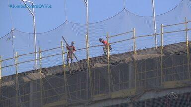 Em meio a incertezas, construção civil e comércio retomam trabalho em Porto Alegre - Decreto municipal que autoriza a retomada das atividades não foi publicado nesta segunda-feira (10).