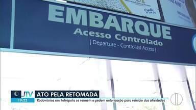 Rodoviários em Petrópolis, RJ, se reúnem e pedem autorização para reinício das atividades - Setor está parado desde o início da pandemia.