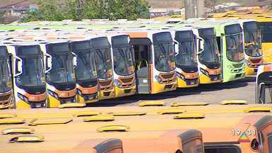 Parte da frota de ônibus em São José dos Campos é paralisada em protesto de motoristas - Categoria protesta contra o atraso nos pagamentos.