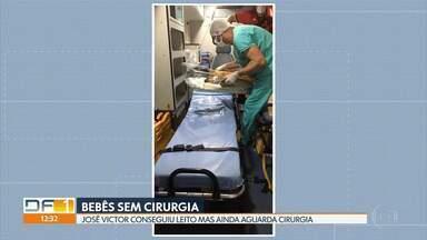 Bebês continuam aguardando cirurgia cardíaca - Um deles, o José Victor Galeno, chegou a ser transferido nesta segunda-feira (10) à noite para o Instituto de Cardiologia do DF, mas ainda não há previsão para realização da cirurgia. Outros dois bebês, Ana Júlia e João Miguel, também aguardam cirurgias de urgência.