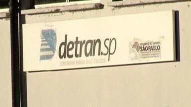 Motoristas reclamam de dificuldades para resolver problemas em serviços on-line do Detran - Em muitos casos as pessoas precisam recorrer a despachantes e, algumas vezes, nem assim conseguem.
