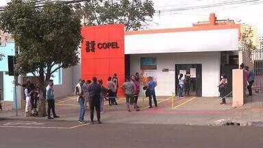 Clientes enfrentam filas em agências da Copel - Desde que as agências reabriram para atendimento presencial, filas se formam diariamente.