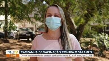 Campanha de vacinação contra sarampo é destinada para pessoas entre 20 e 59 anos - Objetivo é atingir a maior parcela da população. Secretaria de Saúde alerta aos moradores que não esqueçam de levar a carteira de vacinação. Campanha é nacional e vai até o dia 31 de agosto.