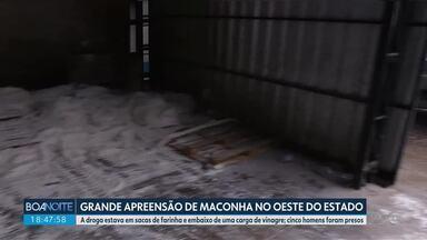 Polícia Federal apreende cerca de duas toneladas de maconha ma BR-277 em Cascavel - A droga estava em sacas de farinha e embaixo de uma carga de vinagre. Cinco homens foram presos.