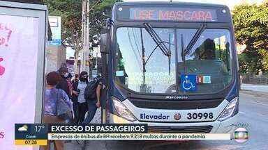 Empresas de ônibus de BH recebem 9.218 multas durante a pandemia - Todas elas foram aplicadas por excesso de passageiros dentro dos coletivos.