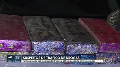 Quantidade de drogas apreendidas aumenta 5% na região metropolitana de BH - Em Esmeraldas, três homens foram presos suspeitos de tráfico. Além das drogas, até uma espada foi apreendida.