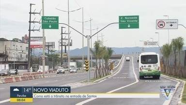 Viaduto em curva é inaugurado na Nova Entrada de Santos, SP - Viaduto será o novo cartão-postal da região e trará novas cores para a paisagem local.