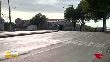 Erro na construção da pista da Curva do Saldanha pode facilitar acidentes, em Vitória - Veja a reportagem.