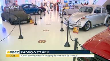 Em Manaus, famílias mantém tradição de colecionar carros antigos - Carros estão em exposição dentro de shopping na zona oeste da cidade.